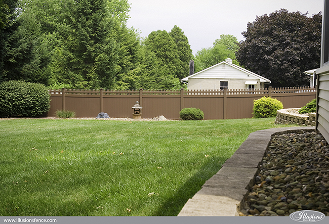 brown-vinyl-pvc-privacy-fence-illusions-650-4